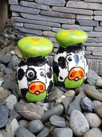 NZ Made Handpainted - Round Cow Salt & Pepper Set