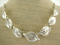 Necklace - Silver White Lilies Necklace