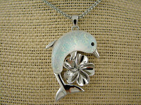 Necklace - White Dolphin Flower Necklace